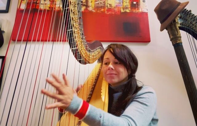 @mslaurynhill and Doo Wop (that thing) .. my youth! I got to see her live in Helsinki and she was incredible. #laurynhill #music #cover #harp #harpist #jamming #practise #musicvideo #jazzvideo